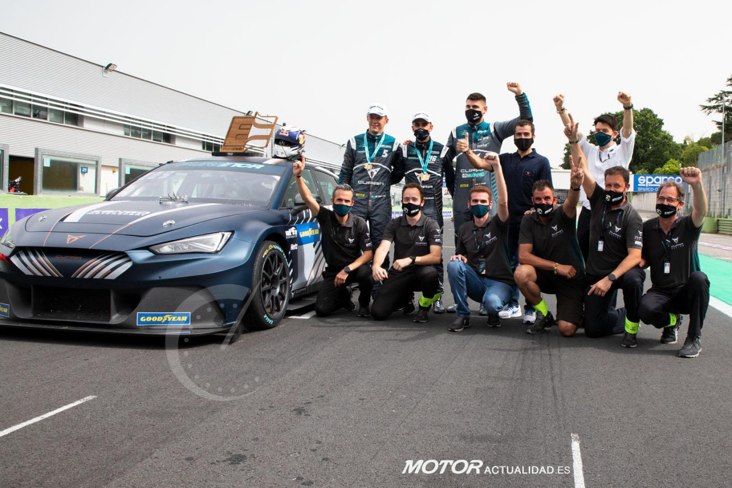 CUPRA-wins-the-worlds-first-all-electric-touring-car-race_10_HQ